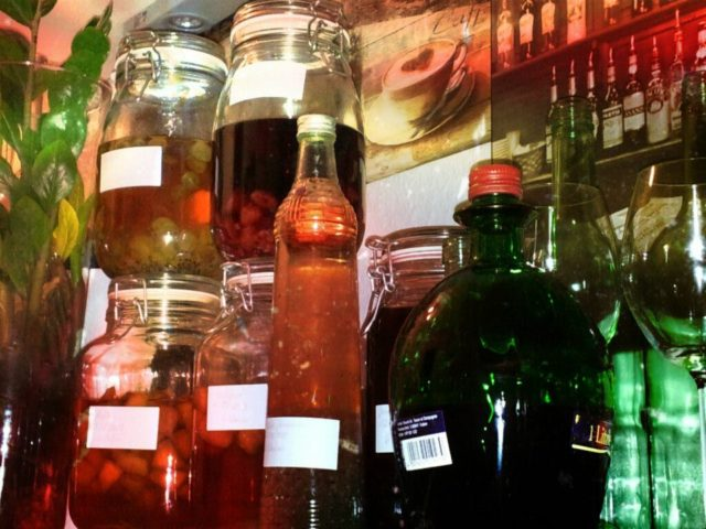 Liköre selber machen - Gläser und Flaschen