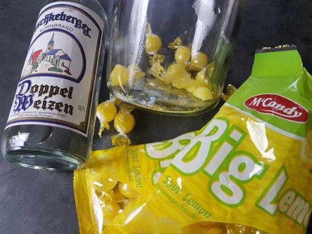 Schnelle Liköre mit Zitronenbonbons