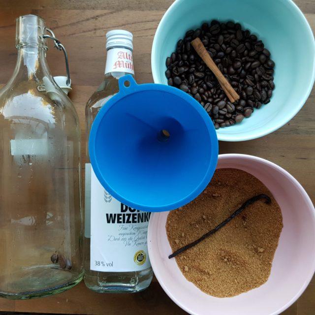 Likör mit Kaffeebohnen